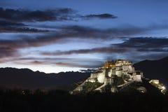 Escena de la noche del palacio Potala Fotografía de archivo