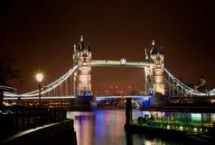 Escena de la noche del puente de la torre Fotos de archivo