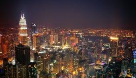 Escena de la noche del skyview de la ciudad fotos de archivo