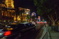 Escena de la noche en las calles de Las Vegas imagen de archivo