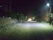 Escena de la noche de Indiam del camino con la luz de calle fotos de archivo libres de regalías