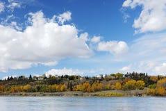 Escena de la orilla del otoño en Edmonton Fotos de archivo libres de regalías