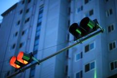 Escena de la oscuridad con el semáforo Imagen de archivo libre de regalías