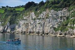 Escena de la playa en la cerveza, Dorset, Reino Unido Fotos de archivo libres de regalías