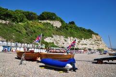Escena de la playa en la cerveza, Dorset, Reino Unido Imágenes de archivo libres de regalías