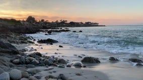 Escena de la playa en Monterey California almacen de video