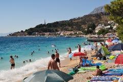 Escena de la playa en Podgora, Croacia Fotografía de archivo libre de regalías