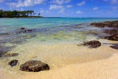 Escena de la playa en una isla del Océano Índico fotografía de archivo libre de regalías