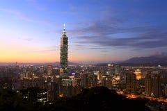 Escena de la puesta del sol de la ciudad de Taipei Fotografía de archivo