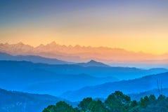Escena de la puesta del sol en Himalaya Fotos de archivo libres de regalías