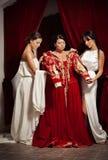 Escena de la ropa de la mujer aristocrática de sus criados Fotografía de archivo
