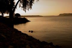 Escena de la silueta de patos en el lago Pepin fotografía de archivo libre de regalías