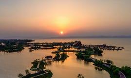 escena de la tarde de la puesta del sol en la ciudad antigua de Kunming fotografía de archivo