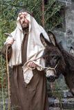 Escena de la vida de Jesús El vuelo en Egipto José y un burro imagen de archivo