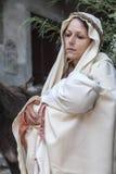 Escena de la vida de Jesús El vuelo en Egipto La Virgen lleva a Jesús en su brazo imagenes de archivo