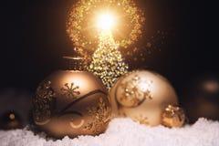 Escena de oro de las bolas de la Navidad fotos de archivo libres de regalías