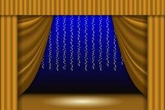Escena de teatro La cortina del teatro, las guirnaldas de las luces y el reflector emiten Fondo de la escena Imagen de archivo