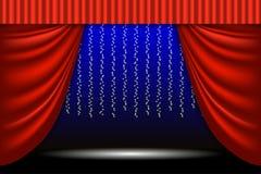 Escena de teatro La cortina del teatro, las guirnaldas de las luces y el reflector emiten Fondo de la escena Fotos de archivo