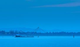 Escena del anochecer en el lago Imagen de archivo