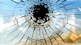 Escena del crimen: Pedazos de vidrio quebrado del espejo fotos de archivo