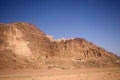 Escena del desierto, ron del lecho de un río seco, Jordania Fotografía de archivo