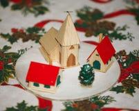 Escena del invierno con el árbol de navidad en la tabla de la Navidad como fondo Fotos de archivo libres de regalías