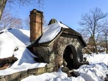 Escena del invierno con la cabaña nevada en el Skylands New Jersey Imagen de archivo