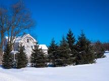 Escena del invierno de la casa de campo en Nueva Inglaterra Fotos de archivo