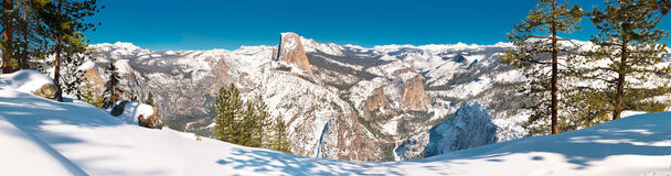 Escena del invierno de Yosemite en la punta del glaciar Foto de archivo libre de regalías
