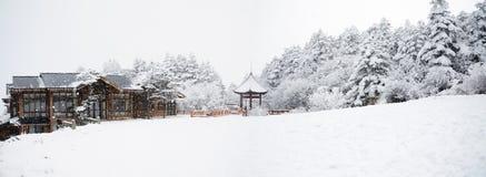 Escena del invierno en el mt. emei imagenes de archivo