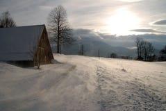 Escena del invierno en la puesta del sol Imagen de archivo libre de regalías