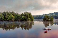 Escena del lago early Morning Imagenes de archivo