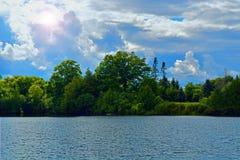 Escena del lago en la alta definición Imagenes de archivo