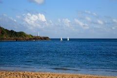 Escena del océano con los barcos de vela y el faro Fotos de archivo libres de regalías