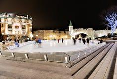 Escena del patinaje de hielo de la noche del lugar d 'Youville Quebec imagenes de archivo