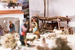 Escena del pesebre para la Navidad con varias diversas figuras Imagenes de archivo