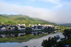Escena del río en Zell Mosela Imagen de archivo