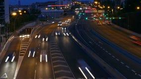Escena del tráfico en la oscuridad Exposición larga Lapso de tiempo almacen de video
