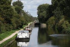 Escena del verano en la cerradura de Cheshunt en el río Lee Navigation en Inglaterra fotografía de archivo libre de regalías