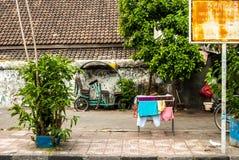 Escena detrás de las paredes de la ciudad con el lavadero Fotografía de archivo
