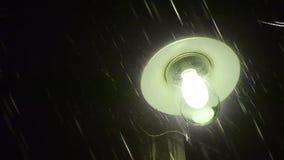 Escena dramática hosca de la noche de la lluvia