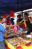 Escena en el Bazar Ramadhan Foto de archivo libre de regalías