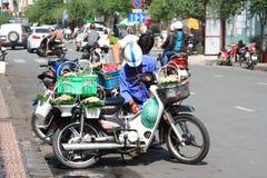 Escena en la calle de Ben Thanh en Saigon, Vietnam Fotografía de archivo libre de regalías