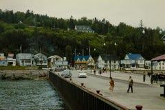 Escena en Murray Bay, Quebec, Canadá de los años 50 del vintage Imágenes de archivo libres de regalías