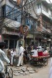 Escena en Nueva Deli, viaje del mercado callejero a la India Fotos de archivo