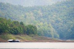 Escena flotante de la balsa casera lejos Imagen de archivo libre de regalías