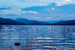 Escena hermosa antes de la salida del sol en Mae Ngad Dam, Tailandia Fotografía de archivo libre de regalías