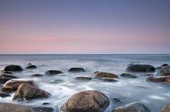 Escena hermosa de la costa. Imagenes de archivo