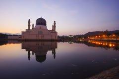 Escena hermosa de la salida del sol en Kota Kinabalu Mosque, Sabah Borneo, M Fotos de archivo