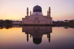 Escena hermosa de la salida del sol en Kota Kinabalu Mosque, Sabah Borneo, M Imagenes de archivo